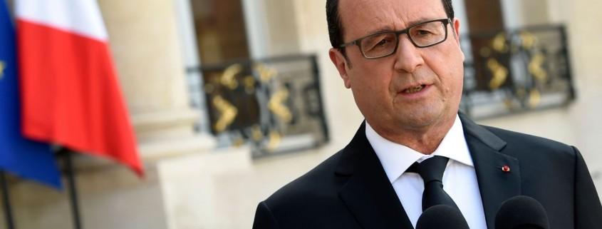 le-president-francois-hollande-le-26-juin-2015-dans-la-cour-de-l-elysee-a-paris_5372191