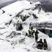 PAY-Farindola-Pescara-Italy-20th-January-2017-Snow-avalanche-after-a-strong-earthquake-Many-dead-af